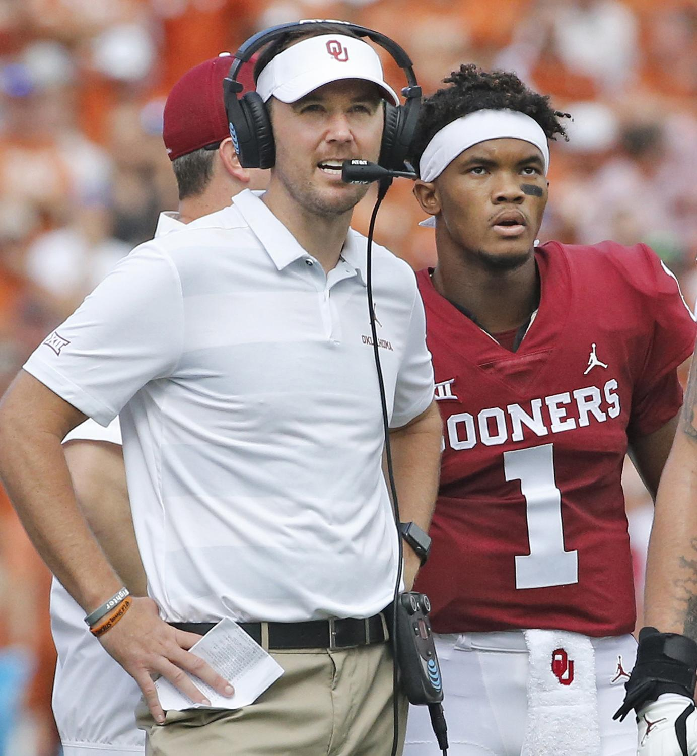 Oklahoma head coach Lincoln Riley and quarterback Kyler Murray (1) confer during a game against Texas.