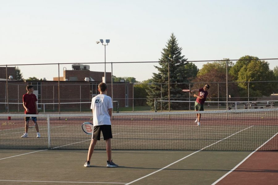Boys+Varsity+Tennis+make+a+Comeback+to+the+Court